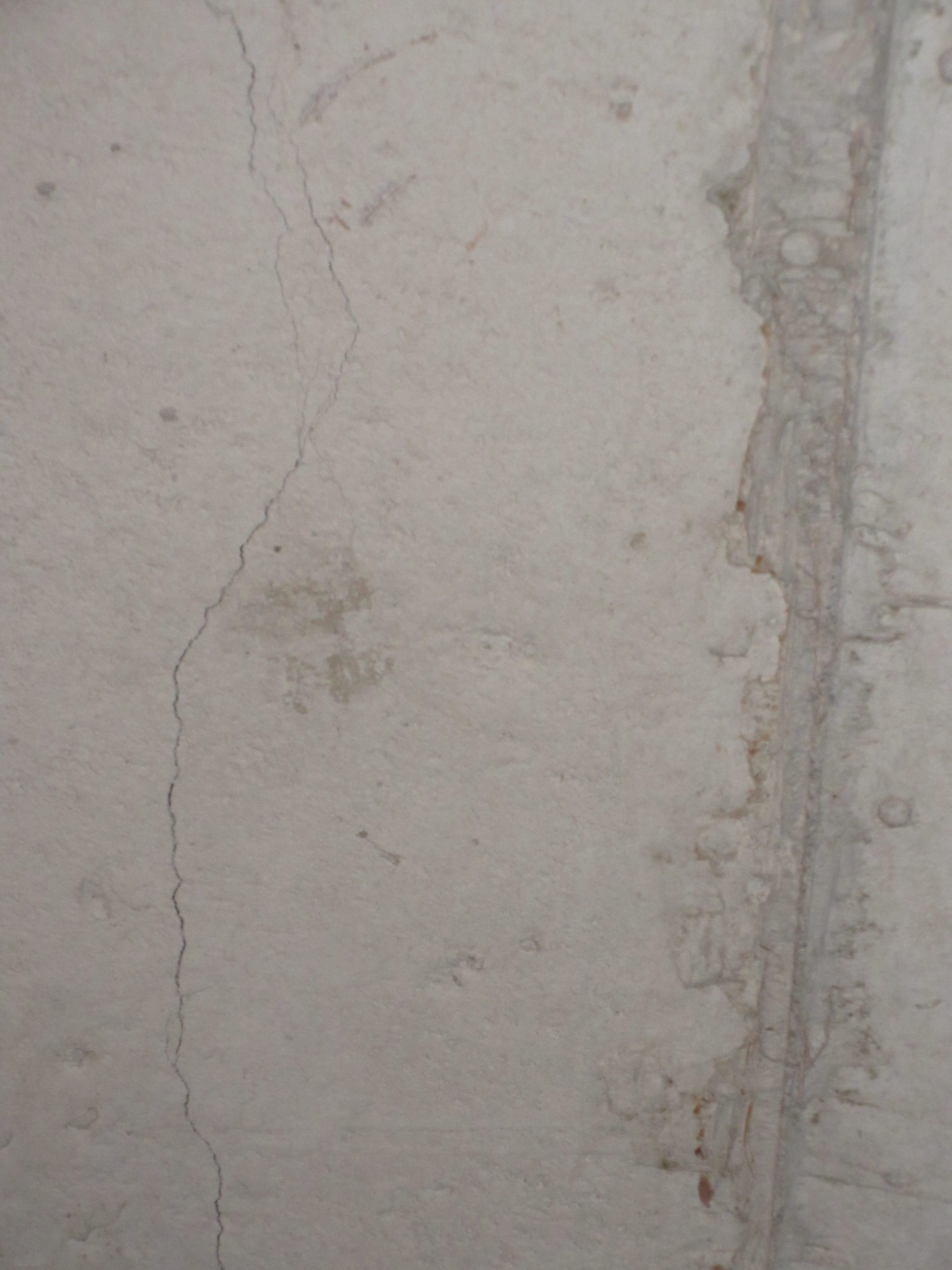 Home inspection poured concrete cracks in the foundation for Poured concrete foundation cracks
